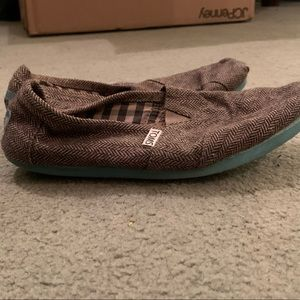 Toms Gray with Blue Sole